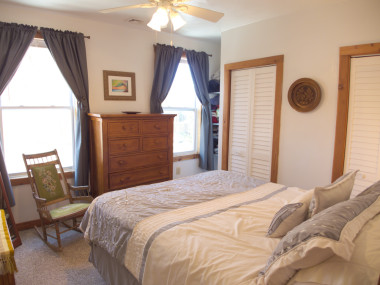 1831 Oxford Ave SW – Elegant Room in 2nd Floor Apartment