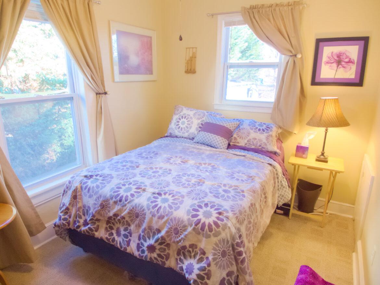 1831 Oxford Ave SW – Comfy Light-Filled Room