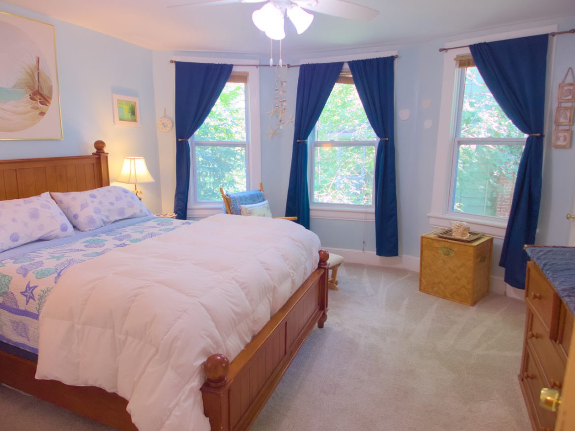 1831 Oxford Ave SW – Seascape Room