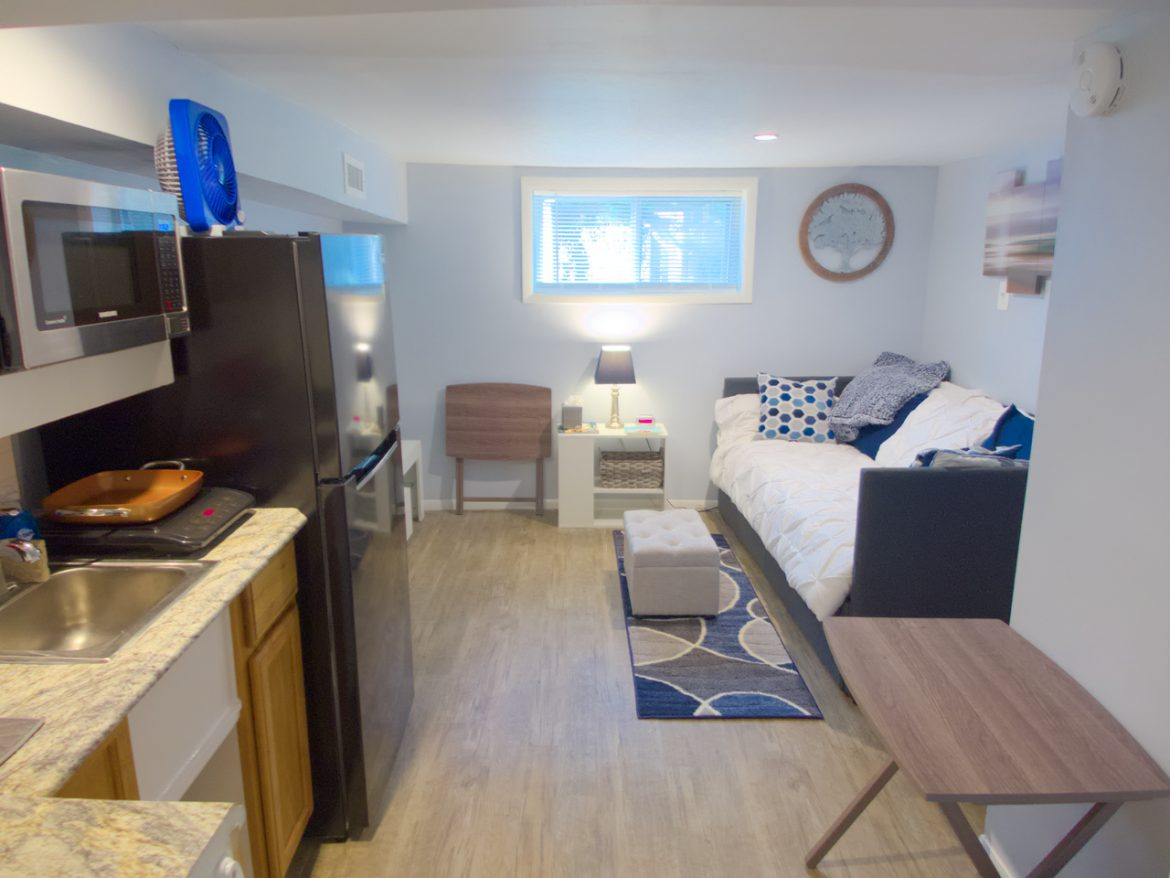 """1831 Oxford Ave SW – Ground Level Studio """"Oasis for One"""""""